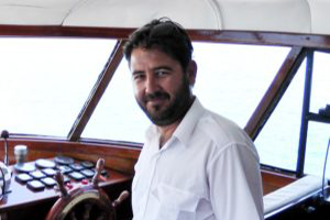 yiannis-the-smiling-captain-300x274-1