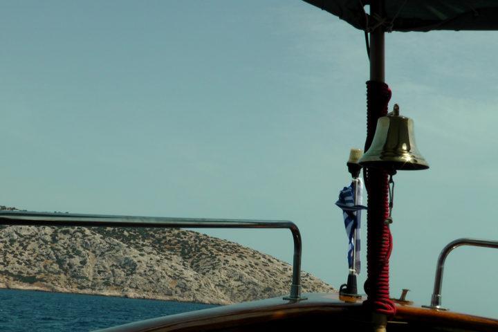 Approaching an uninhabited island_01_Sounio Cruise