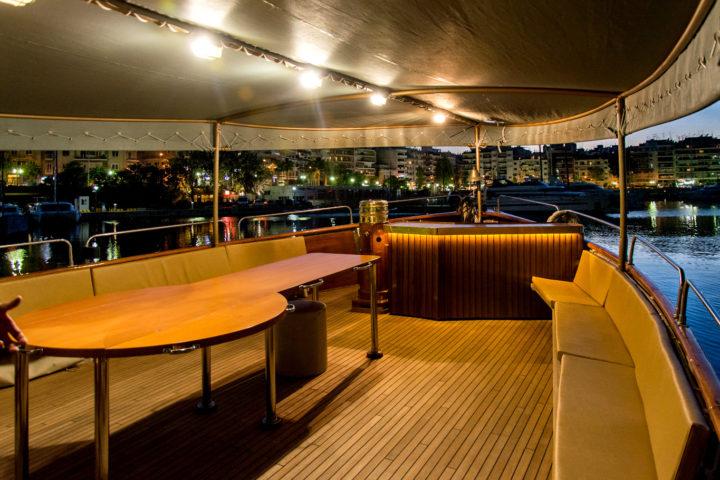 Deck Outside_01_Sounio Cruise