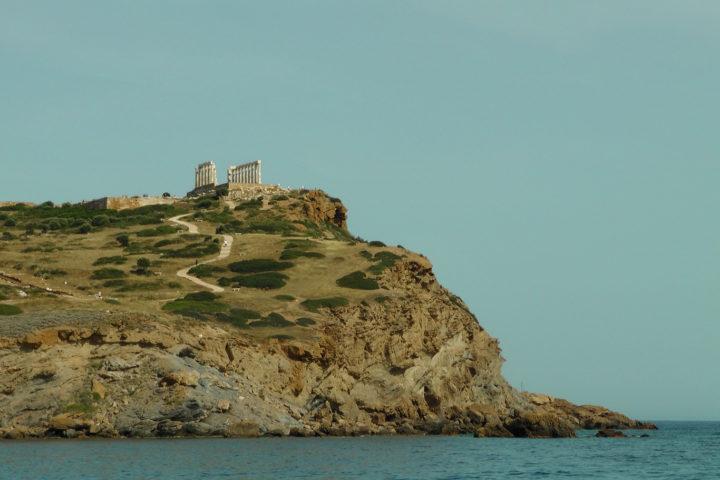 Take photos of Poseidons temple from the sea level_01_Sounio Cruise
